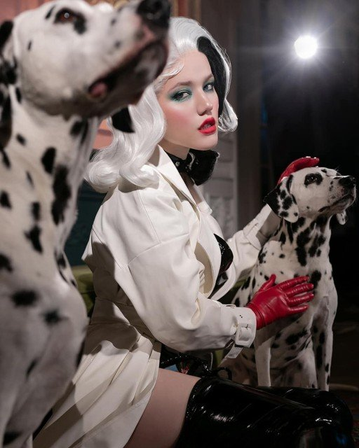 Cruella looks so perfect with dogs. Maybe she needs to...